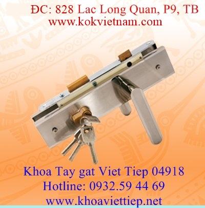 Khoa tay gat Viet Tiep 04918